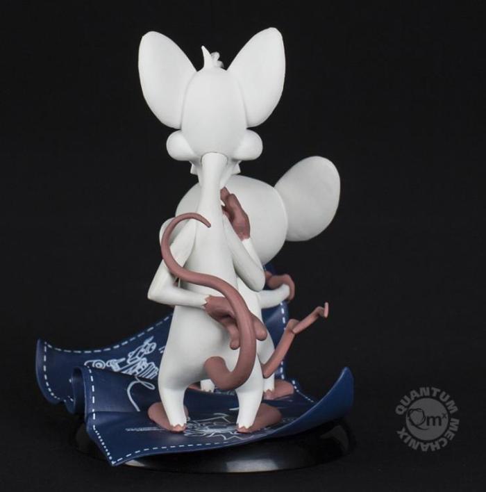 pink-e-cerebro-estatua-03