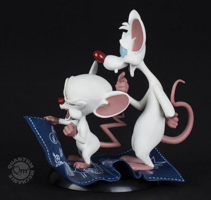pink-e-cerebro-estatua-04