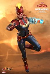 capita-marvel-deluxe-version-hot-toys-10