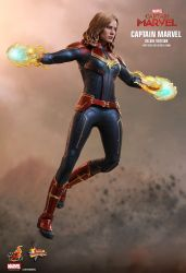 capita-marvel-deluxe-version-hot-toys-11