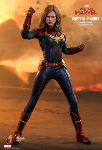 capita-marvel-deluxe-version-hot-toys-12